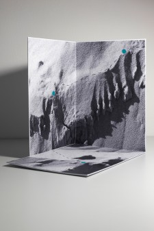 Claudia Rohrauer, Ausblicke / Outlooks, 2019. Pigmentprint auf Karton. (3 x A4 White Paper Museum)